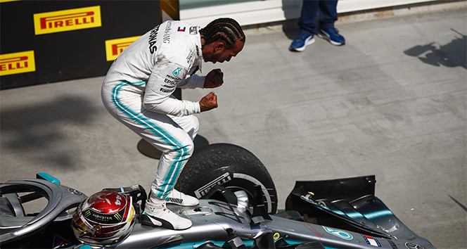 Mercedes-AMG Petronas, galibiyet serisini 7'ye Hamilton ise 5'e çıkardı